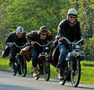 Solexverhuur-Twente-solex-rijden-in-Weerselo-Solex-rijden-in-Twente-solex-huren-in-Weerselo-solexen-in-originele-kleding