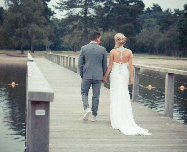 Bruiloft IJzeren Man lopen over kade